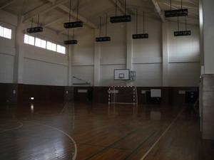 физкультурный зал(体育館)