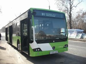 ウズベキスタンの都バス