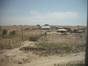 砂漠に建つ家