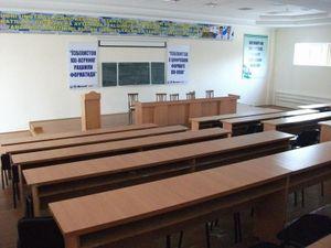 配属先の大学の講堂