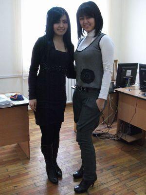【左】学部長の秘書さん 【右】教員室の管理人さん