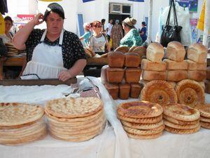 ウルゲンチのバザールのパン