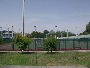 フェルガナのテニスコート