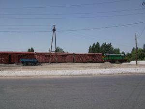 地上から見た貨物列車