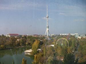タシュケントタワーと遊園地