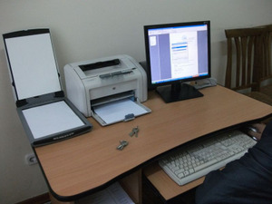 学科長のパソコンにスキャナーを設置