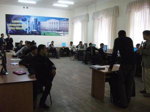 ウズベク語グループに講義