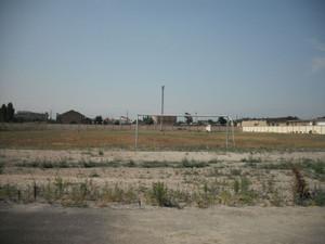 ウズベキスタンの学校の運動場
