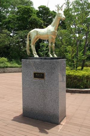 黄金の馬(アハルテケ)