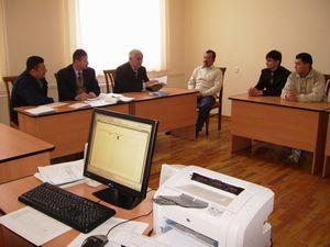 ウズベキスタンの大学の職員会議